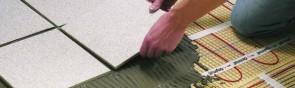 Как правильно наносить клей на плитку и клей на стену?