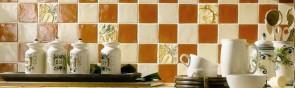 Укладка керамической плитки в кухне на фартук