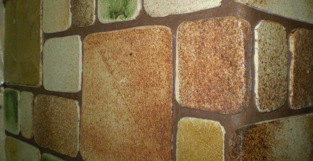 Как правильно клеить плитку на печку