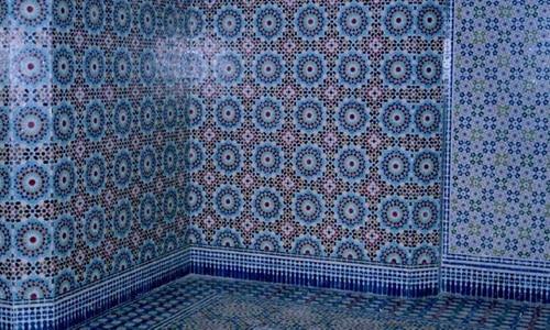 Стена облицованная мозаикой