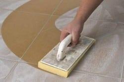 Очистка плитки перед затиркой