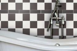 Сочетание белой и черной плитки