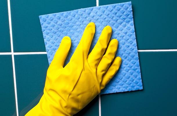 Очистка кафельной плитки в ванной