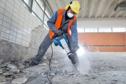 Демонтаж плитки с помощью перфоратора или ударной дрели