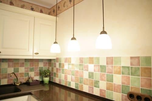 Облицовка части стены керамическими плитками