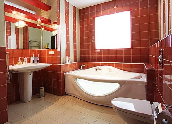 Для того, чтобы ванная комната радовала Вас день ото дня, необходимо тщательно продумать интерьер. Существует множество стилей оформления ванной. Выбор остается за владельцем.