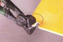 Кусачки используют для обламывания плитки.