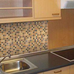 Как самостоятельно положить фартук на кухне своими руками