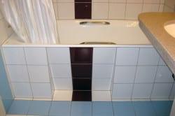 Облицовка низа ванной плиткой