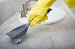 Нанесение чистящего средства